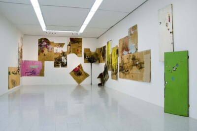 Vicky Neumann, 2014, Obra 03, 13-cartones acrílico, óleo, calcomanías, cinta pegante.