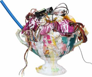 Vicky Neumann - 2017 - Ponche de Verano - Mixta sobre porcelana - 45x54x30cm